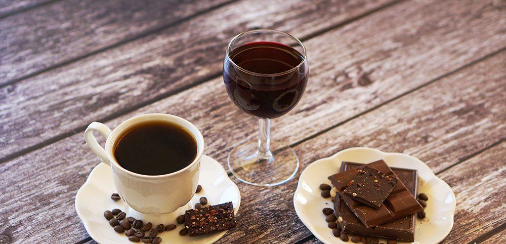 Wino, czekolada, kawa – dlaczego warto ponie sięgać (zumiarem)
